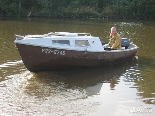 лодка для рыбалки с каютой