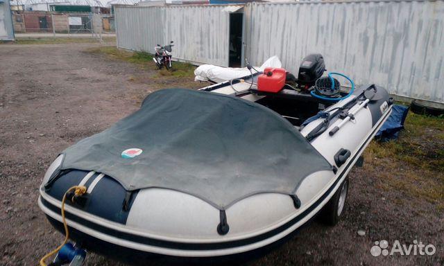колеса около лодку не без;  мотором