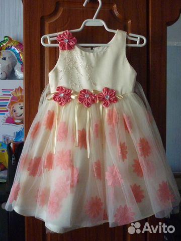 Много нарядных платьев